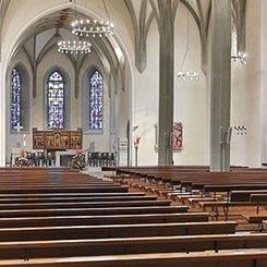 kerken, moskeeen en crematoria met een geluidssysteem